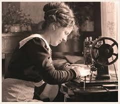 1. Mujer cosiendo
