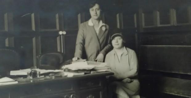 Angela G. de la Puerta y Jenara Arnal