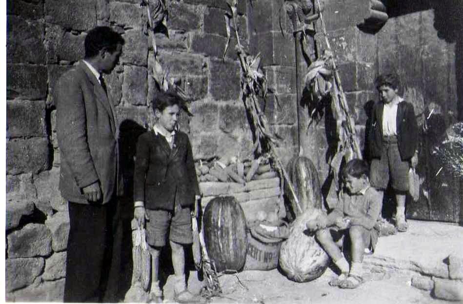 13. 1951-Exposición productos