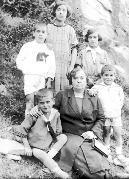 25. Delfina y sus cinco hijos