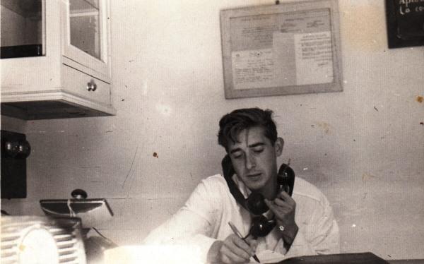 30. 1959 Octavio Lanzarote en la consulta Castejon de Valdejasa